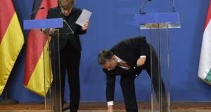 Orbán Viktor felveszi a német kancellár asszony tollát