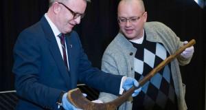 Musée can. de l'histoire acquiert le plus vieux bâton de hockey