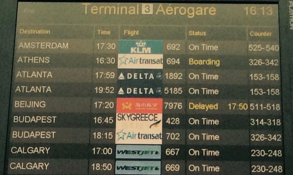 A torontói Pearson reptér tábláját a két budapesti járat látható.